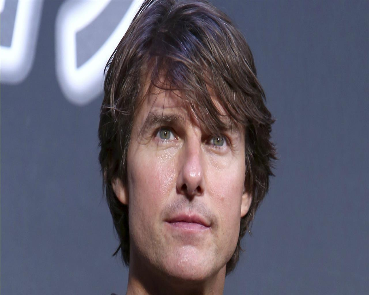 Handsome Tom Cruise pictures